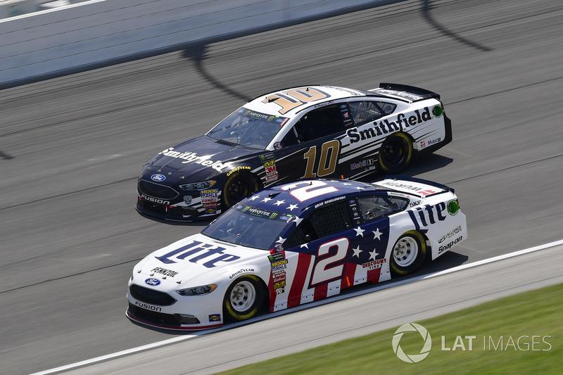 Brad Keselowski, Team Penske, Ford Fusion Stars, Stripes, and Lites, Kurt Busch, Stewart-Haas Racing, Ford Fusion Haas Automation
