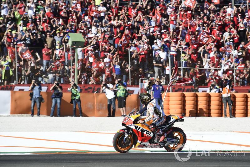 El campeón del mundo, Marc Marquez, Repsol Honda Team, celebra el título