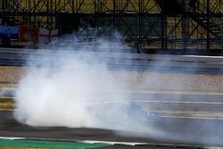 Sergio Pérez, Force India VJM11, gira antes de estrellarse contra un tablero publicitario al principio