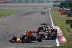 Daniil Kvyat, Red Bull Racing RB12, Jenson Button, McLaren MP4-31, Sebastian Vettel, Ferrari SF16-H