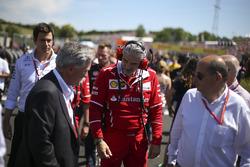 Председатель Formula One Group Чейз Кэри и руководитель команды Ferrari Маурицио Арривабене