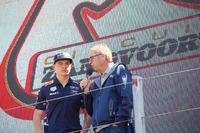 Max Verstappen, Red Bull Racing, en Formule 1-commentator Olav Mol