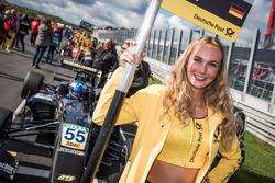 Chica de la parrilla, David Beckmann, Van Amersfoort Racing, Dallara F317 - Mercedes-Benz