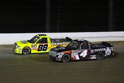 Matt Crafton, ThorSport Racing Toyota y Christopher Bell, Kyle Busch Motorsports Toyota