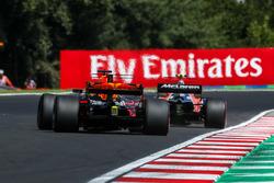 Stoffel Vandoorne, McLaren MCL32 and Daniel Ricciardo, Red Bull Racing RB13
