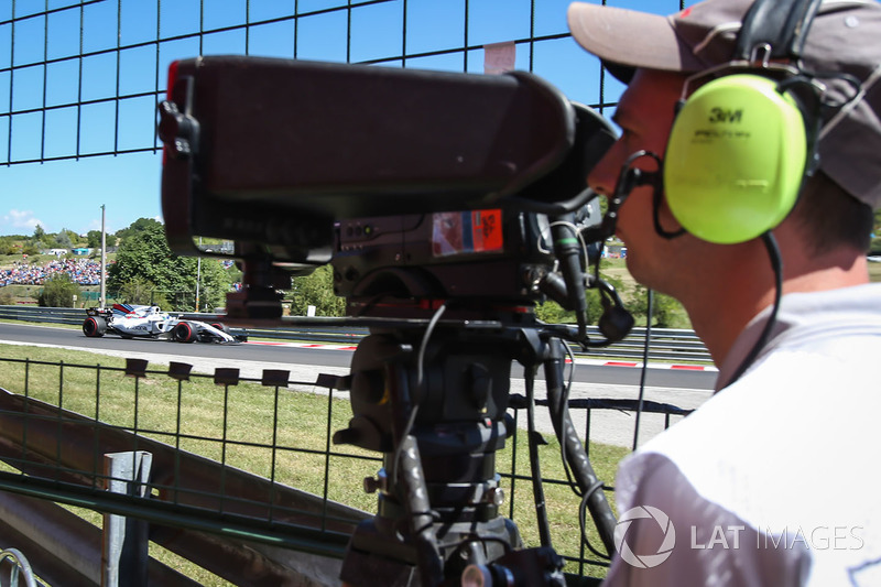 Camarógrafo observa a Felipe Massa, Williams FW40