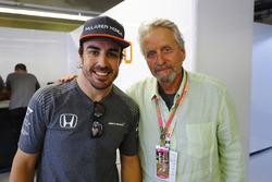 Fernando Alonso, McLaren, mit Michael Douglas, Schauspieler