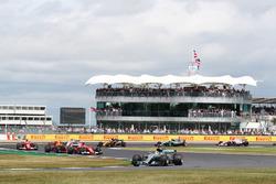Partenza: Lewis Hamilton, Mercedes F1 W08 al comando