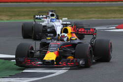 Daniel Ricciardo, Red Bull Racing RB13, Felipe Massa, Williams FW40