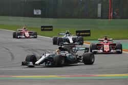 Lewis Hamilton, Mercedes AMG F1 W08, Sebastian Vettel, Ferrari SF70H, Valtteri Bottas, Mercedes AMG F1 W08 und Kimi Raikkonen, Ferrari SF70H