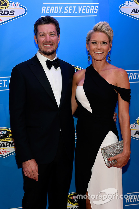 Martin Truex Jr., Furniture Row Racing Toyota con su novia Sherry Pollex