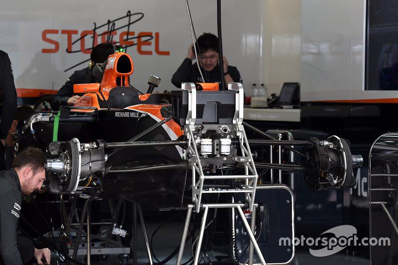 Шасі і передні гальма McLaren MCL32