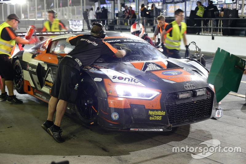 Pit stop #14 Optimum Motorsport Audi R8 LMS: Joe Osborne, Flick Haigh, Ryan Ratcliffe, Christopher H