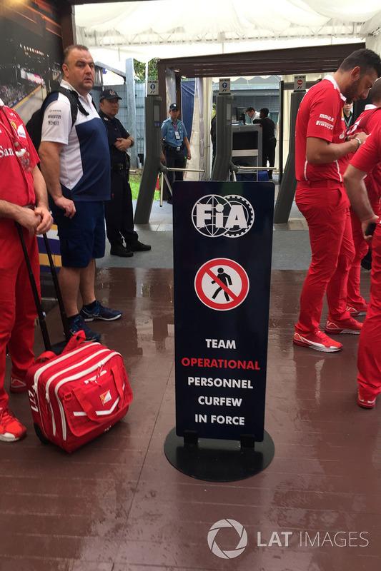 Takım personelleri padok girişince çalışma yasağı saatinin bitişini bekliyor