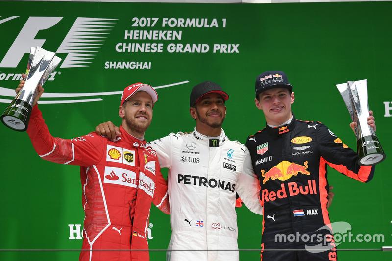 2º Podio del GP de China 2017 - 2º Sebastian Vettel, Ferrari; 1º Lewis Hamilton, Mercedes; 3º Max Verstappen, Red Bull Racing