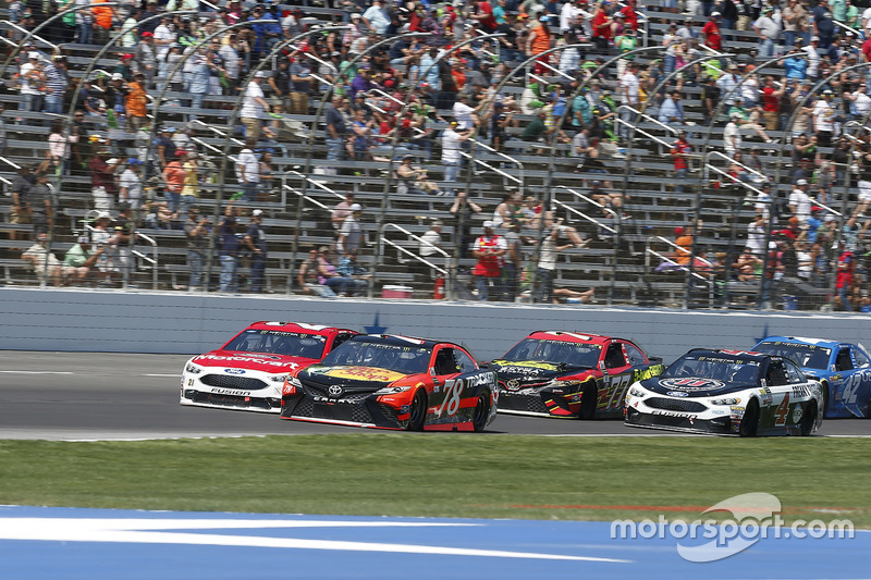 Martin Truex Jr., Furniture Row Racing, Toyota; Ryan Blaney, Wood Brothers Racing, Ford
