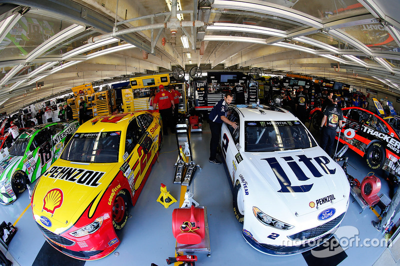 Brad Keselowski, Team Penske Ford; Joey Logano, Team Penske, Ford