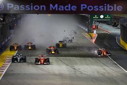 Kimi Raikkonen, Ferrari SF70H, Max Verstappen, Red Bull Racing crash