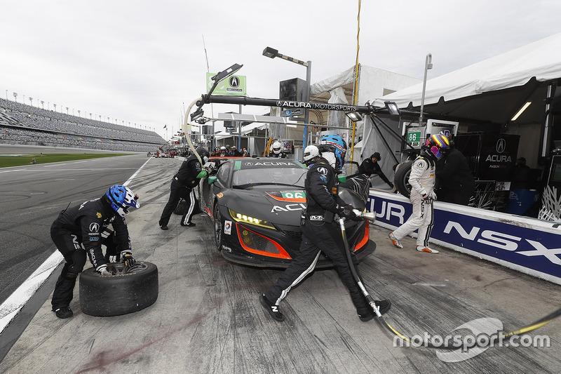 #86 Michael Shank Racing Acura NSX: Oswaldo Negri Jr., Jeff Segal, Tom Dyer, Ryan Hunter-Reay, acción en pits