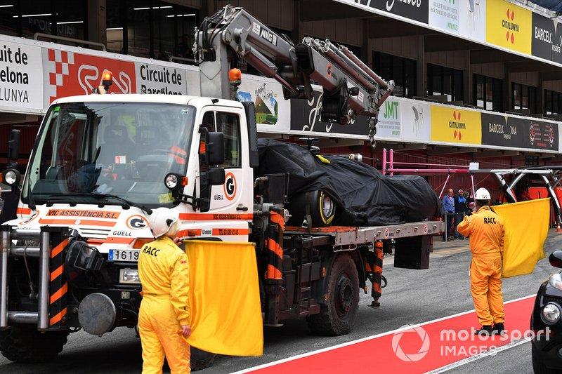 La Haas VF19 de Romain Grosjean est ramenée à son stand