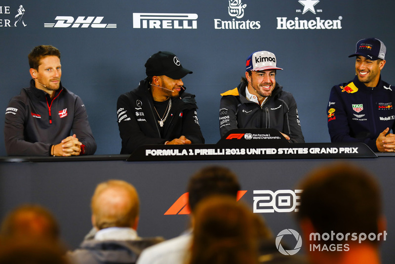 Romain Grosjean, Haas F1 Team, Lewis Hamilton, Mercedes AMG F1, Fernando Alonso, McLaren, y Daniel Ricciardo, Red Bull Racing ,en la conferencia de prensa