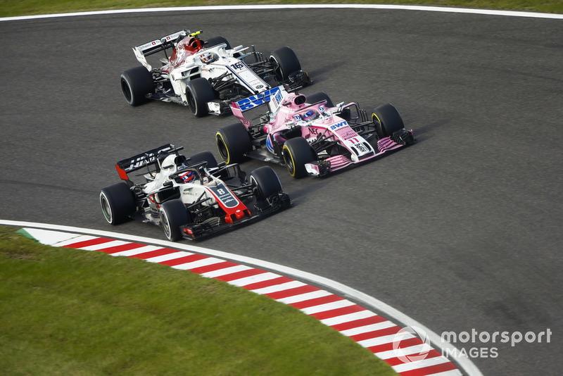 Romain Grosjean, Haas F1 Team VF-18, Sergio Perez, Racing Point Force India VJM11 y Charles Leclerc, Sauber C37