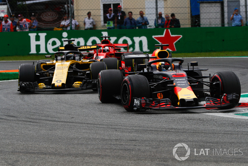 Daniel Ricciardo, Red Bull Racing RB14, Nico Hulkenberg, Renault Sport F1 Team R.S. 18, y Sebastian Vettel, Ferrari SF71H