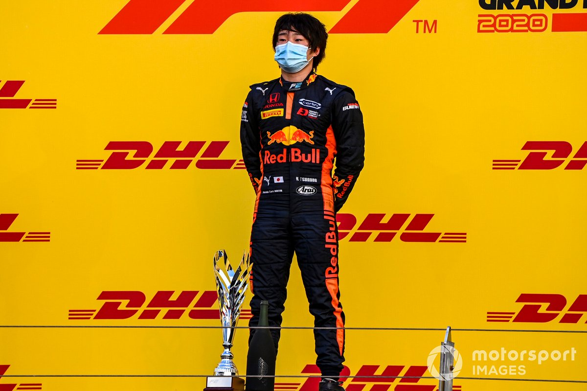 Yuki Tsunoda, Carlin, 1st position, on the podium