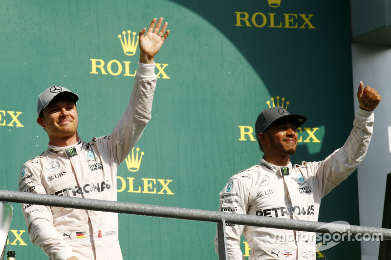 Podio: il vincitore Nico Rosberg, Mercedes AMG F1, terzo Lewis Hamilton, Mercedes AMG F1