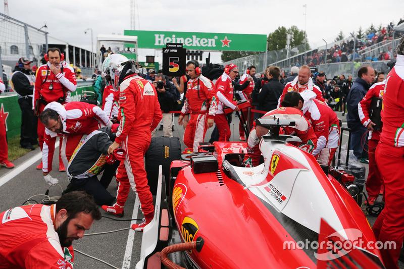 Себастьян Феттельl, Ferrari SF16-H на стартовій решітці