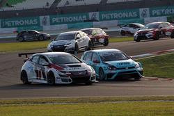 Roberto Colciago, Target Competition, Honda Civic TCR; Stefano Comini, Leopard Racing, Volkswagen Golf GTI TCR