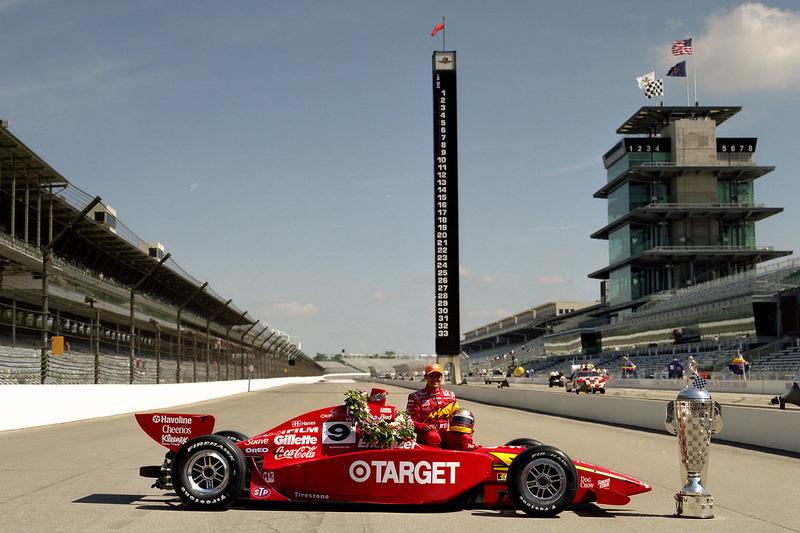В 2000 году новичок Монтойя выиграл Indy 500, пролидировав в гонке 167 кругов из 200. Еще ни один дебютант не доминировал настолько сильно в своей первой гонке в Индианаполисе