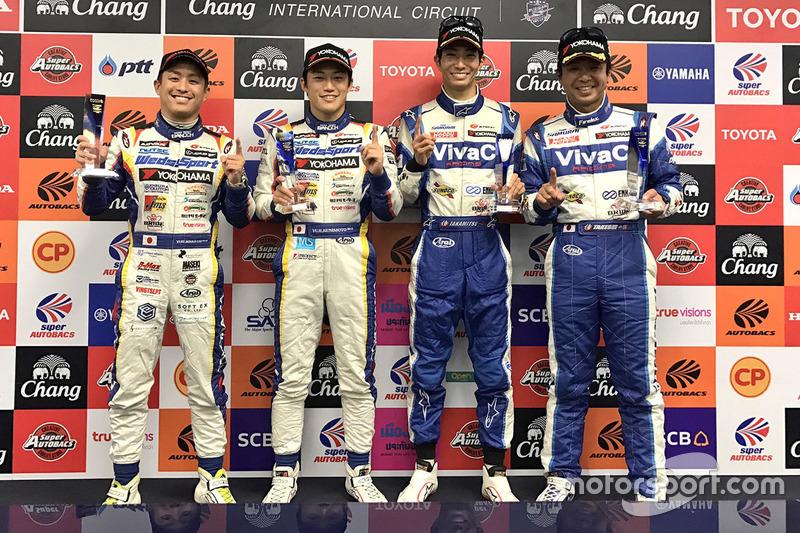 GT500-Polesitter: GT500 #19 Team Wedssport Bandoh, Lexus RC F: Yuhi Sekiguchi, Yuji Kunimoto; GT300-