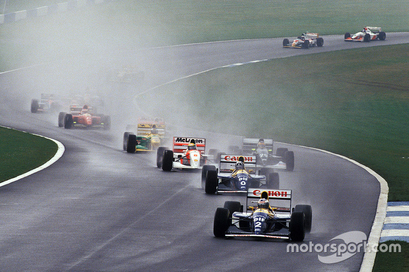 Anfahrt zu Kurve 4: Senna hat Schumacher kassiert und überholt Wendlinger