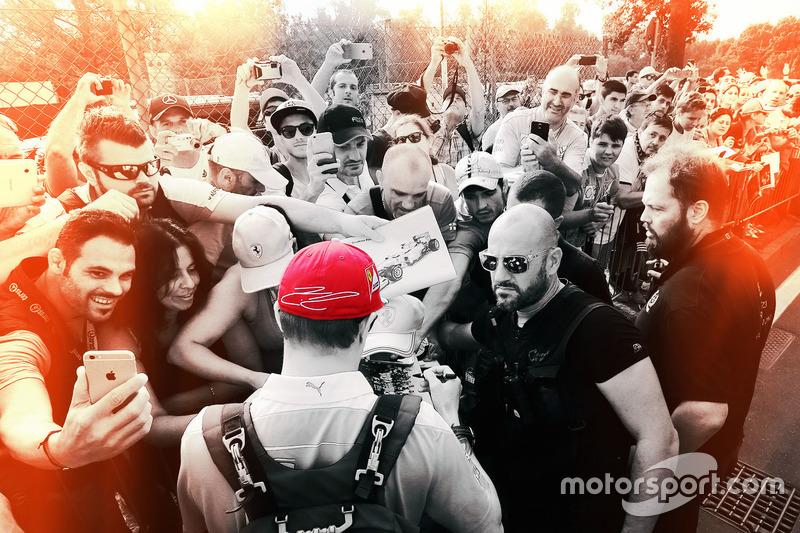 Kimi Raikkonen, Ferrari, firma autografi ai fan
