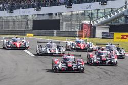 Старт: #7 Audi Sport Team Joest Audi R18: Марсель Фесслер, Андре Лоттерер