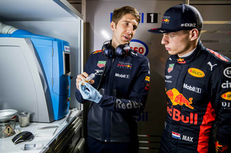 Max Verstappen, Red Bull Racing con un ingegnere Red Bull Racing ExxonMobil