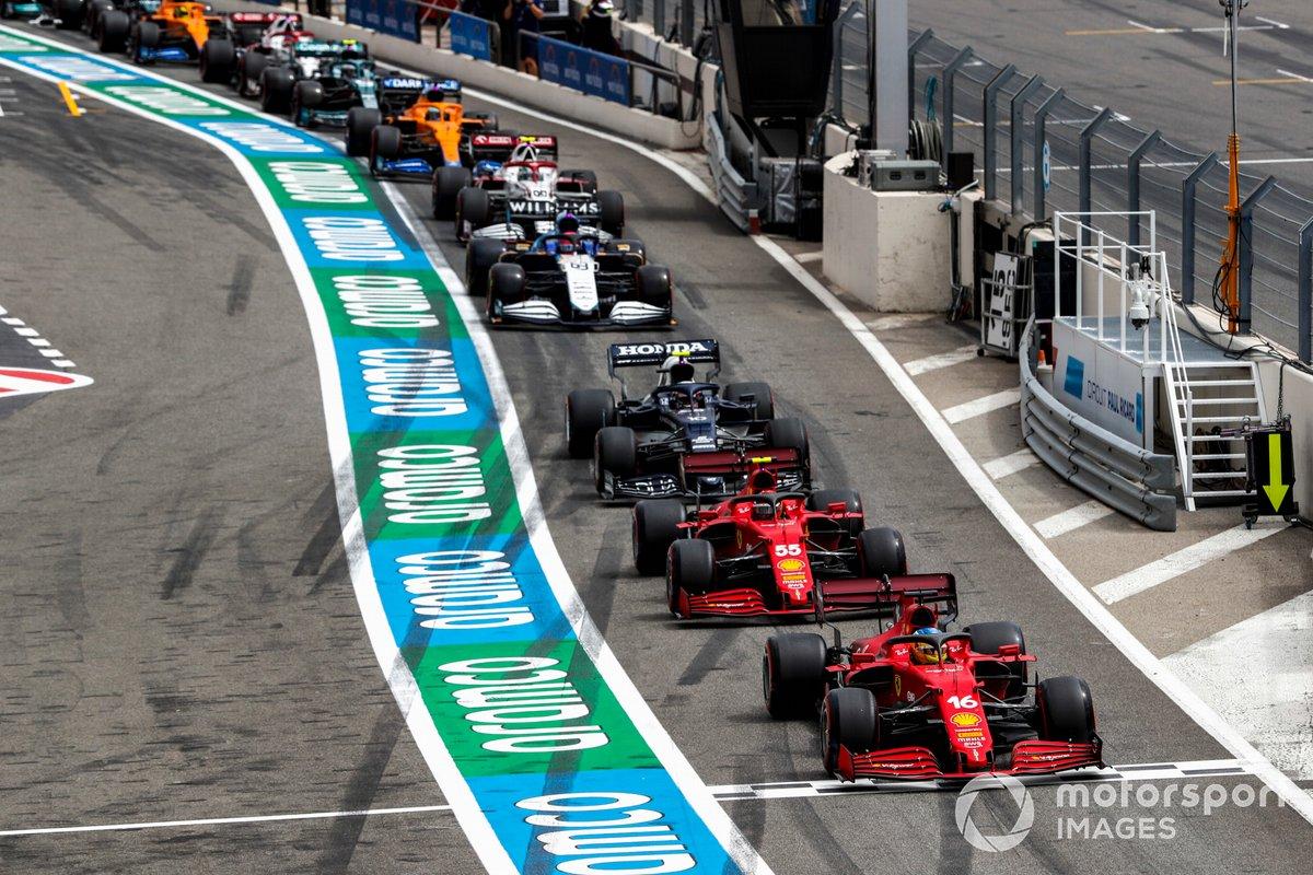 Charles Leclerc, Ferrari SF21, Carlos Sainz Jr., Ferrari SF21, and Pierre Gasly, AlphaTauri AT02, head the queue to leave the pits after the red flag in Q1