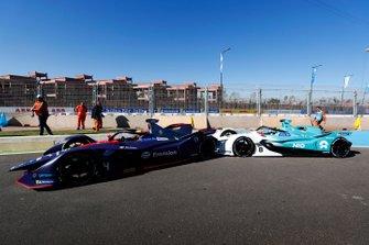 Tom Dillmann, NIO Formula E Team, NIO Sport 004, crashes into Robin Frijns, Envision Virgin Racing, Audi e-tron FE05, in the pit lane