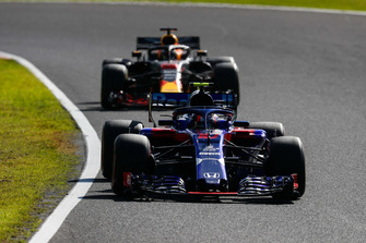 Pierre Gasly, Scuderia Toro Rosso STR13, leads Daniel Ricciardo, Red Bull Racing RB14