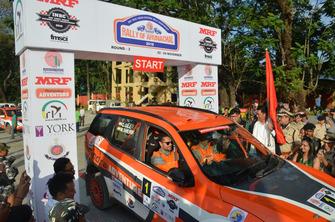 Gaurav Gill, Musa Sherif, Mahindra Adventure SuperXUV500