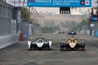 Andre Lotterer, DS TECHEETAH, DS E-Tense FE19 overtakes Jose Maria Lopez, GEOX Dragon Racing, Penske EV-3