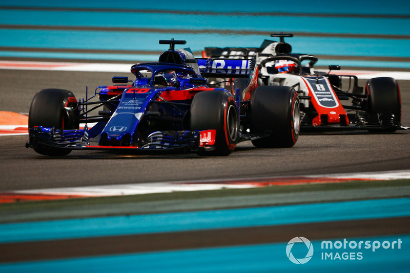 Brendon Hartley, Toro Rosso STR13, Romain Grosjean, Haas F1 Team VF-18