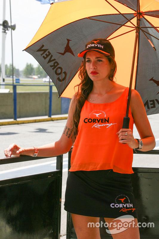 Chica de la parrilla Argentina Corven