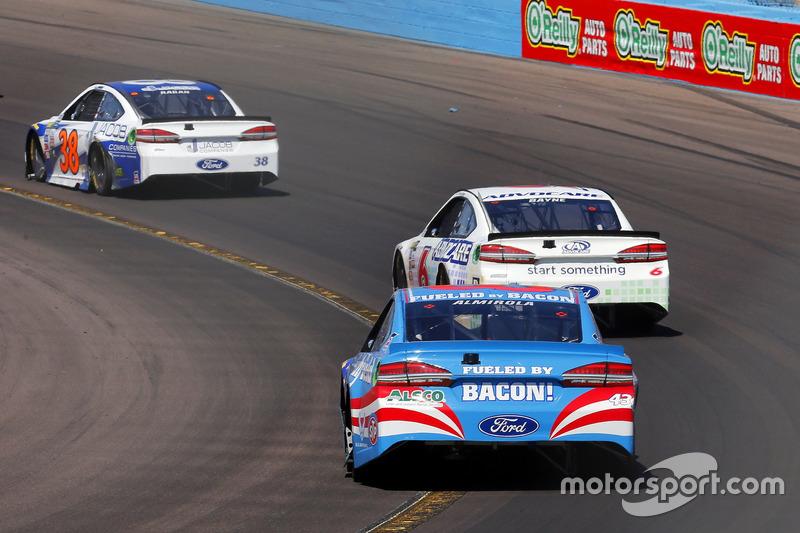 Aric Almirola, Richard Petty Motorsports, Ford; Trevor Bayne, Roush Fenway Racing, Ford; David Ragan