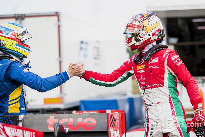 Le poleman Charles Leclerc, PREMA Powerteam, le deuxième Oliver Rowland, DAMS