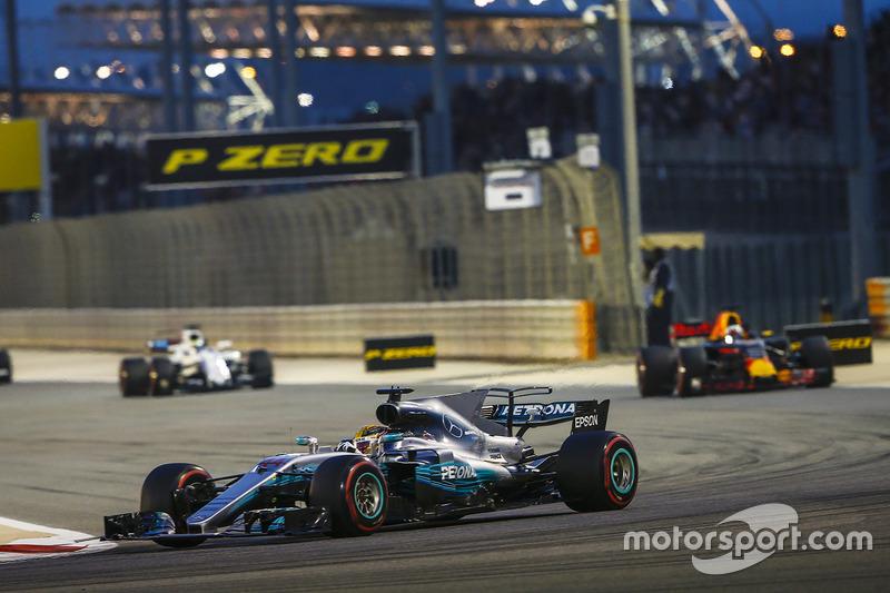 Lewis Hamilton, Mercedes F1 W08, Daniel Ricciardo, Red Bull Racing RB13