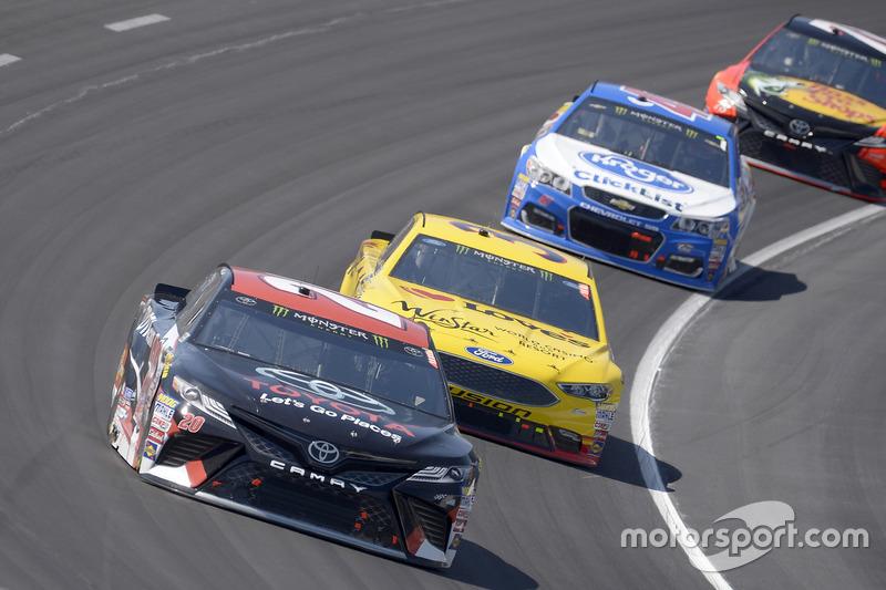 Matt Kenseth, Joe Gibbs Racing, Toyota; Landon Cassill, Front Row Motorsports, Ford