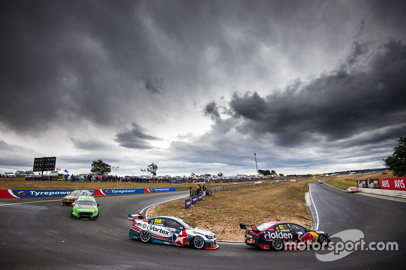 Jamie Whincup, Triple Eight Race Engineering, Holden; Craig Lowndes, Triple Eight Race Engineering,