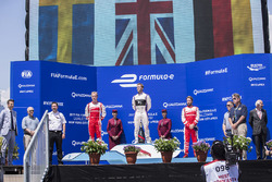 Podio: il vincitore Sam Bird, DS Virgin Racing, il secondo classificato Felix Rosenqvist, Mahindra R